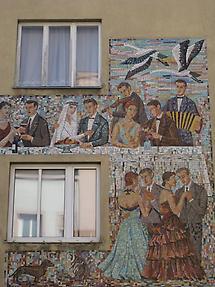 Mosaikwandbild 'Hochzeit' von Herbert Potuznik 1955