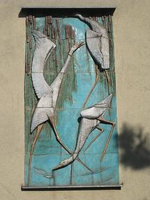 Keramikrelief 'Fischreiher' von Eva Mazzucco 1956