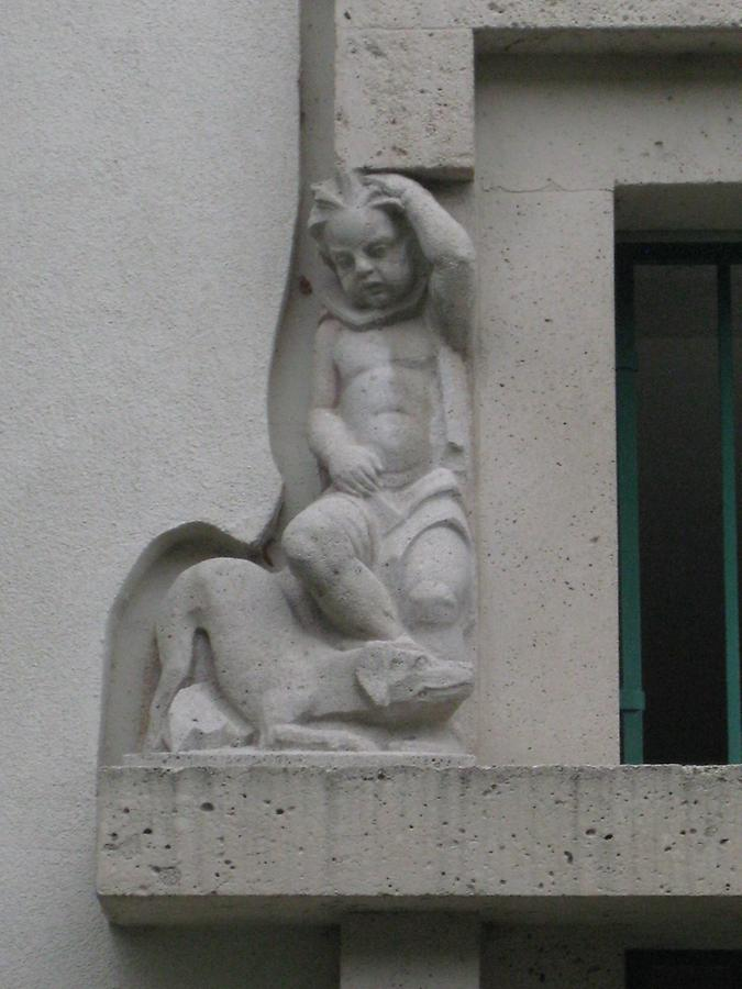 Relief 'Knabe mit Tier' (links) 1934