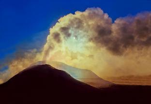 Entstehung von Wasser durch Asteroiden und Vulkane