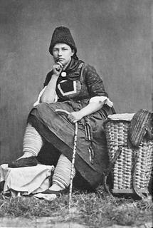 Frau in Tracht aus Alpbach