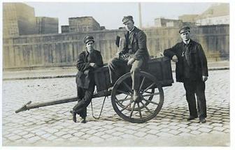 Drei Transportarbeiter