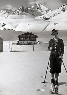 Skifahrerin am Arlberg