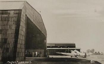 Flugfeld mit Halle in Aspern