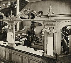 Interieur mit Bankschalter und Bankbeamten