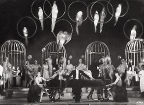 Die Szene Im Perroquet aus der Revue Alles aus Liebe