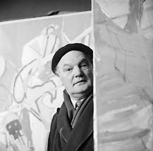 Herbert Boeckl in seinem Atelier (2)