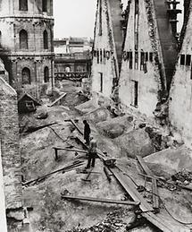 Der ausgebrannte Stephansdom in Wien
