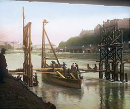 Bau eines Notstegs bei der Brigittabrücke
