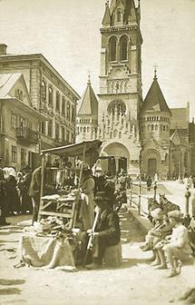Markt vor der Dominikanerkirche in  Bukowina