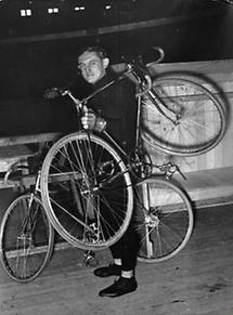 Radrennfahrer Max Bulla