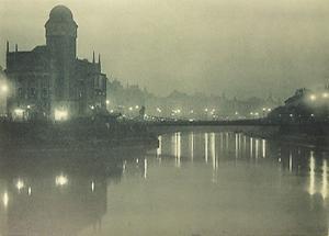 Der Donaukanal mit der Urania