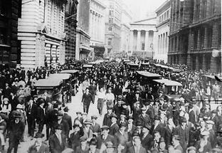 Menschenmenge vor der New Yorker Börse