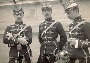 Drei Männer in Uniform