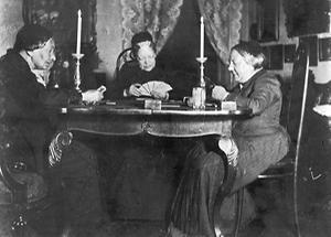 Betty Paoli mit Marie von Ebner-Eschenbach und Frau von Fleischl