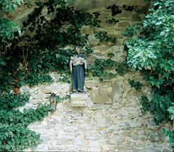 Skulptur im Park des Klosters von Eggenburg