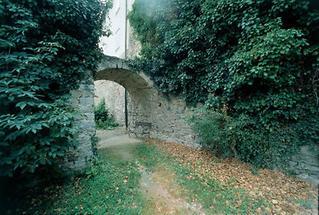 Bänke an der Stadtmauer von Eggenburg