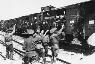 Sowjetische Soldaten verlassen Österreich
