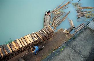 Holzarbeiten am Ennsufer