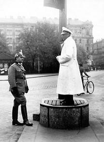 Wiener Verkehrspolizist auf dem Südtiroler Platz in Wien