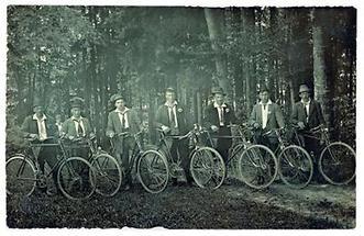 Gruppe von sieben Radfahrern
