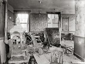 Zerstörte Wohnung im Goethehof