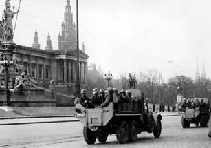 Militär vor dem Parlament in Wien
