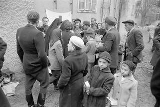 Ungarische Flüchtlinge in einem Lager (2)