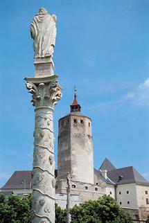 Die Weinsäulen vor der Burg Forchtenstein