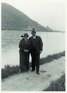 Mann und Frau in älteren Jahren