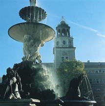 Der Residenzbrunnen am Residenzplatz in Salzburg
