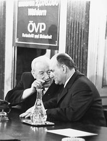 Alfons Gorbach im Gespräch mit Josef Klaus