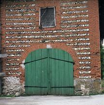 Bauernhaus mit Fassade in murus romanus-Technik