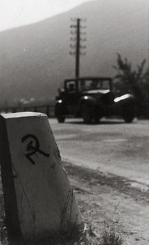 Kommunistische Symbol auf einem Randstein