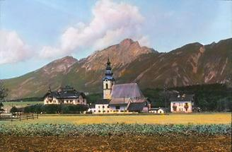 Kirche und Hotel in Großgmain