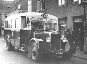 Erster fahrplanmäßiger Autobus
