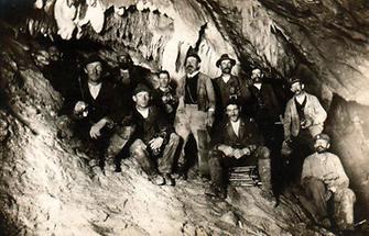 Gruppenportrait in der Dachsteinhöhle