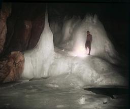 In den Dachstein-Rieseneishöhlen