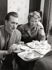 Nikolaus und Alice Harnoncourt im Cafe Hawelka in Wien