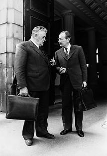 Eduard Wallnöfer und Wilfried Haslauer im Gespräch