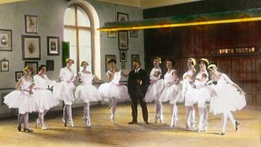 Ballettmeister Josef Hassreiter und Solotänzerinnen