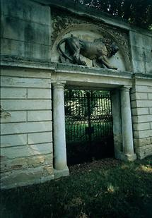 Löwentor in den Garten von Schloss Kleinwetzdorf