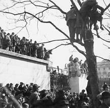Am Heldenplatz 1938