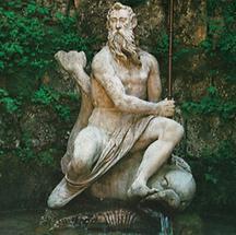 Neptun in einer Grotte im Lustgarten von Hellbrunn