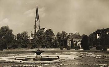 Schönbrunn Parterre beim Palmenhaus mit Blick auf die Hietzinger Pfarrkirche