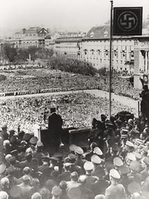Adolf Hitler am Wiener Heldenplatz