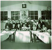 Hochzeitsfeier mit Portrait von Adolf Hitler