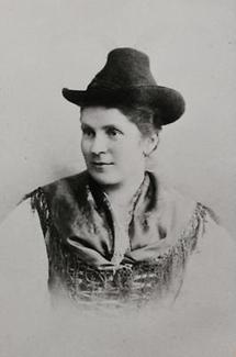 Brustbild einer Frau in Tiroler Tracht