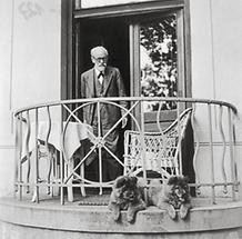 Sigmund Freud mit Chows Jofi und Lün