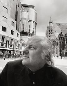 Hans Hollein vor dem Haashaus